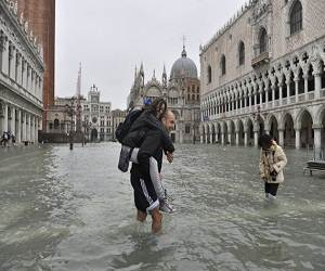 Flooding_in_Venice_Italy