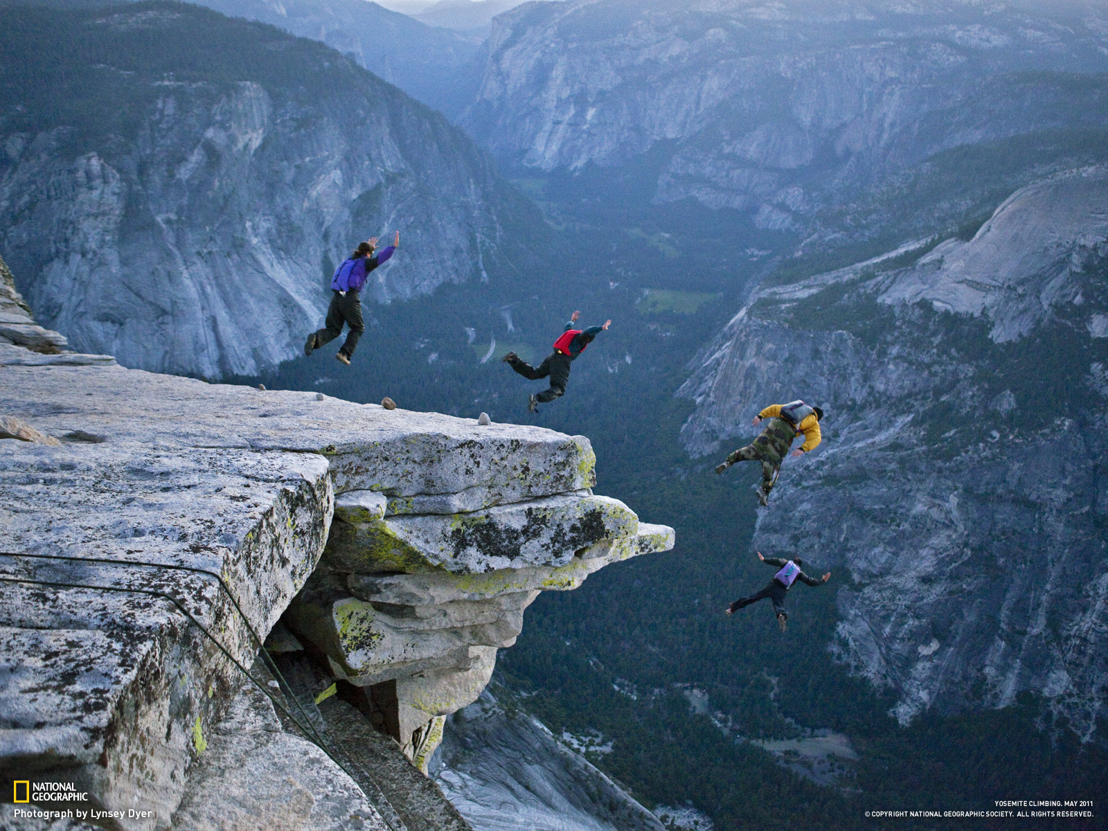 http://3.bp.blogspot.com/-_x34ZnEEi3g/TvmrrfxG84I/AAAAAAAACsY/WkBb-tNmrp0/s1600/may11wallpaper-2_1600-yosemite-base-jumping.jpg
