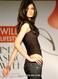 Diana Penty Hot Figure - (2) - Diana Penty Hot Pics - Model Ramp Walk Fashion Show