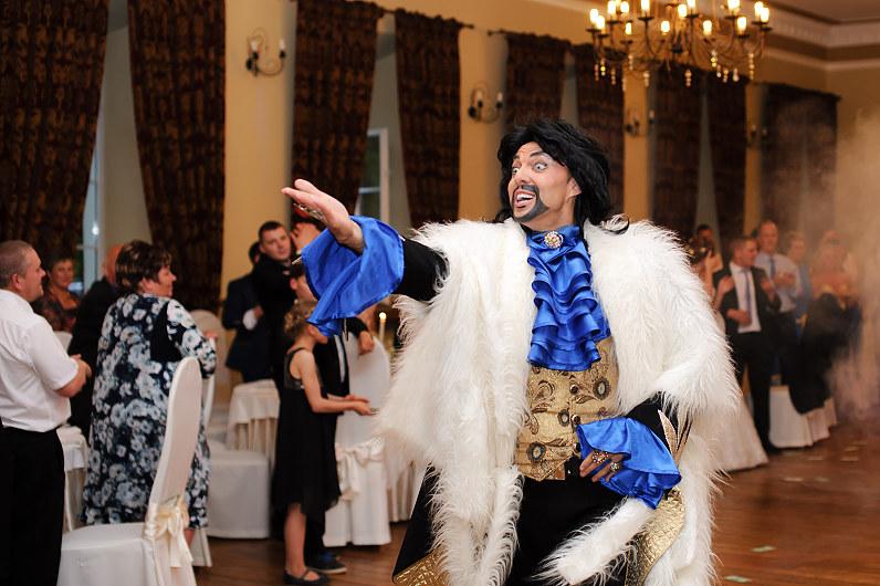 Kirkorovas dainuoja per vestuves