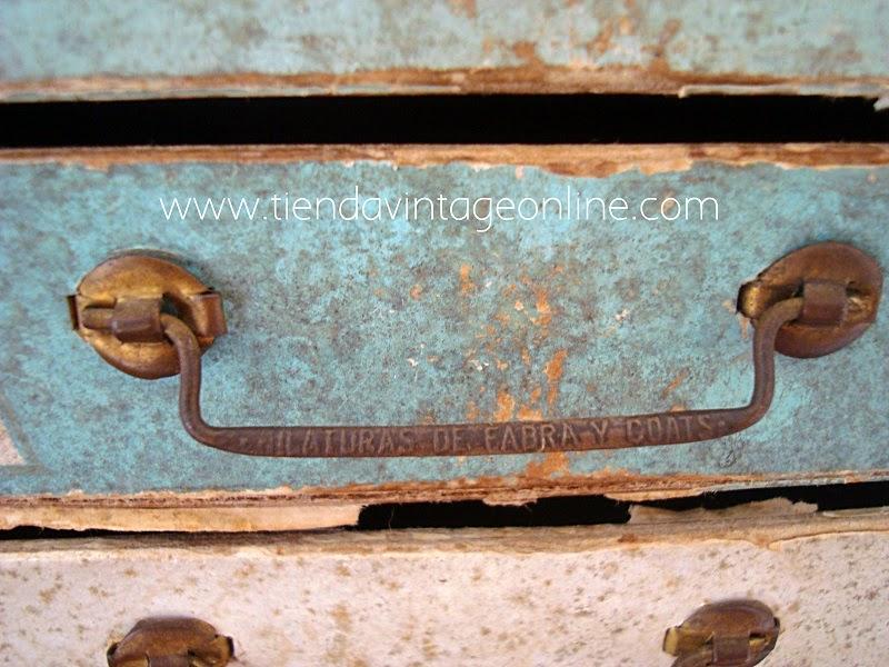 Cajones antiguos. Cajonera vintage antigua para decoración.