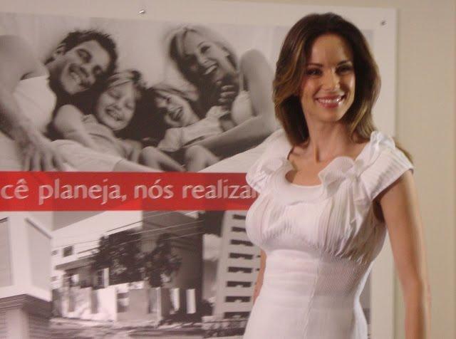 http://3.bp.blogspot.com/-_xa8qAv6B9M/TahQXdS7KSI/AAAAAAAACpc/VSXjXKpNpTA/s1600/Campanha%2BAdemilar_Ana%2BFurtado.JPG