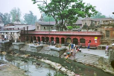 Leichenverbrennung am Surya Ghat Bagmati