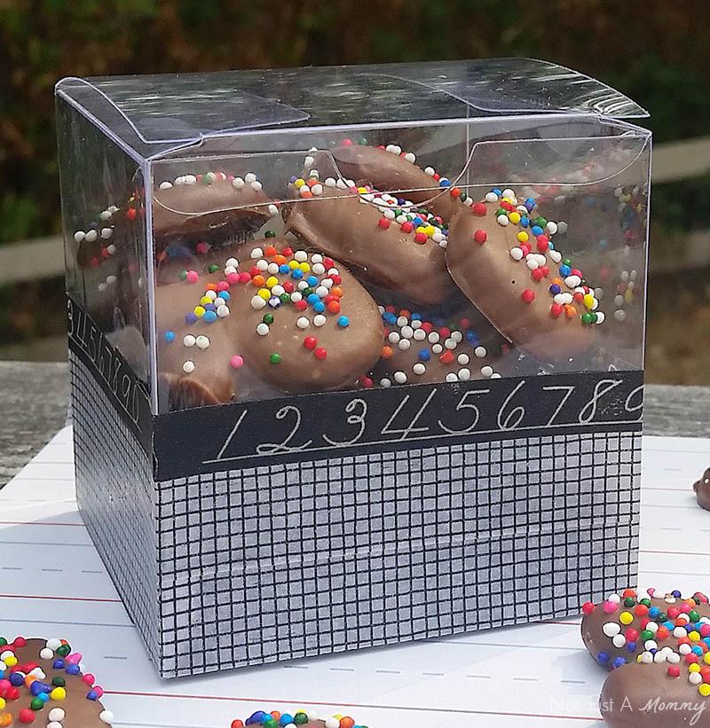 http://3.bp.blogspot.com/-_xbVJ58jTOU/Vc1sAEPsk1I/AAAAAAAA8d8/pg414d6FXX0/s1600/chocolate_alphabet_box2_800.jpg