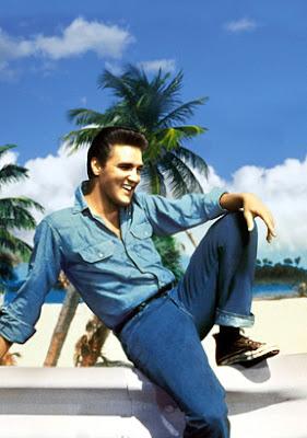 Elvis con zapatillas Converse All Star