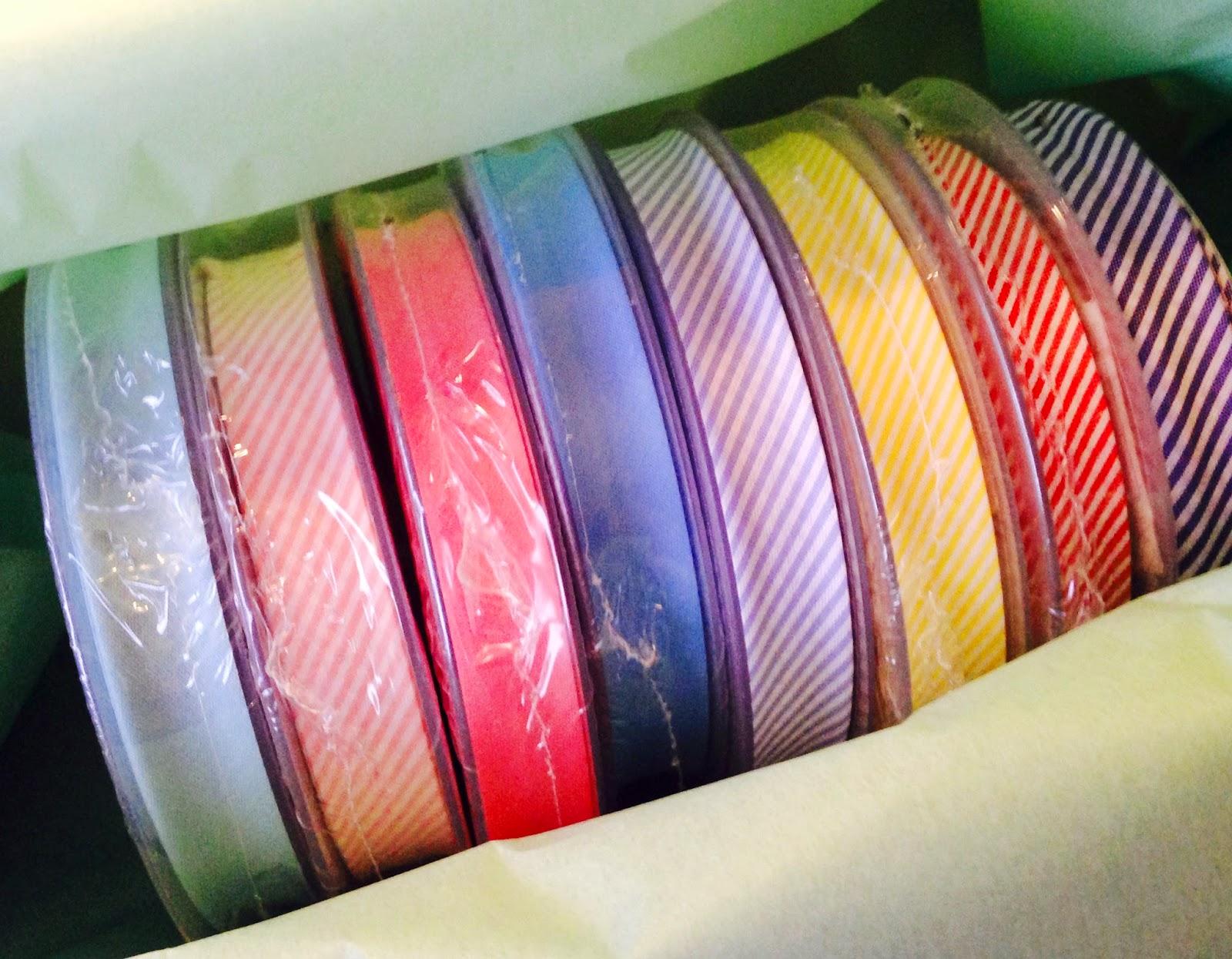 Ruller af skråbånd i stribet og ensfarvet