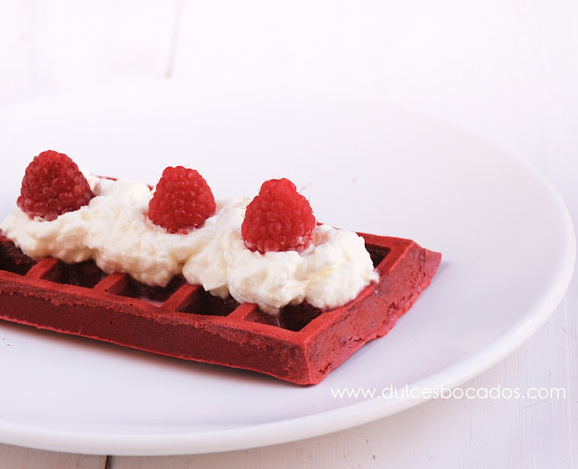Red velvet gofres waffles