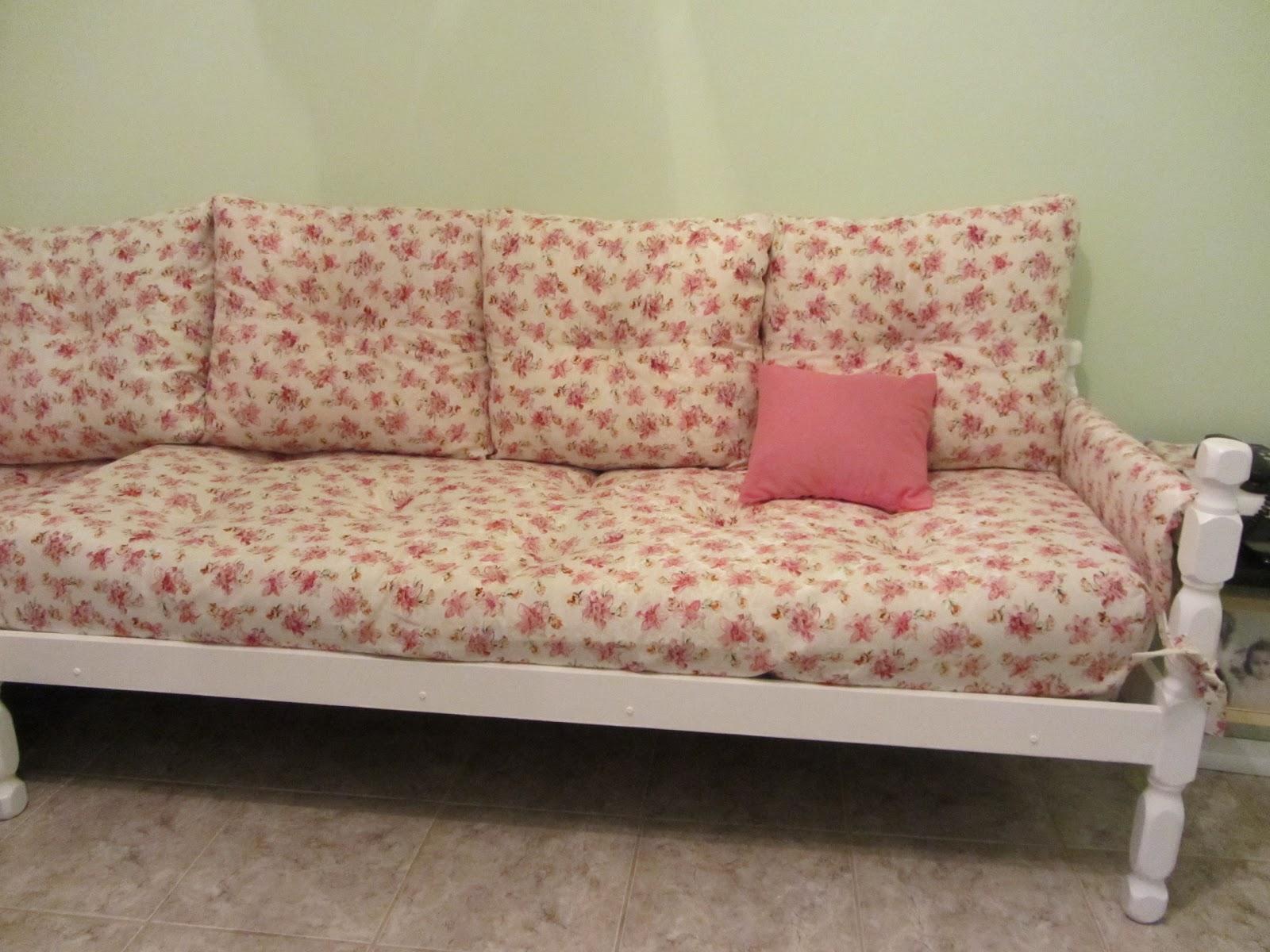 Coisas da Dê: Transformando cama em sofá #8E3D3F 1600x1200