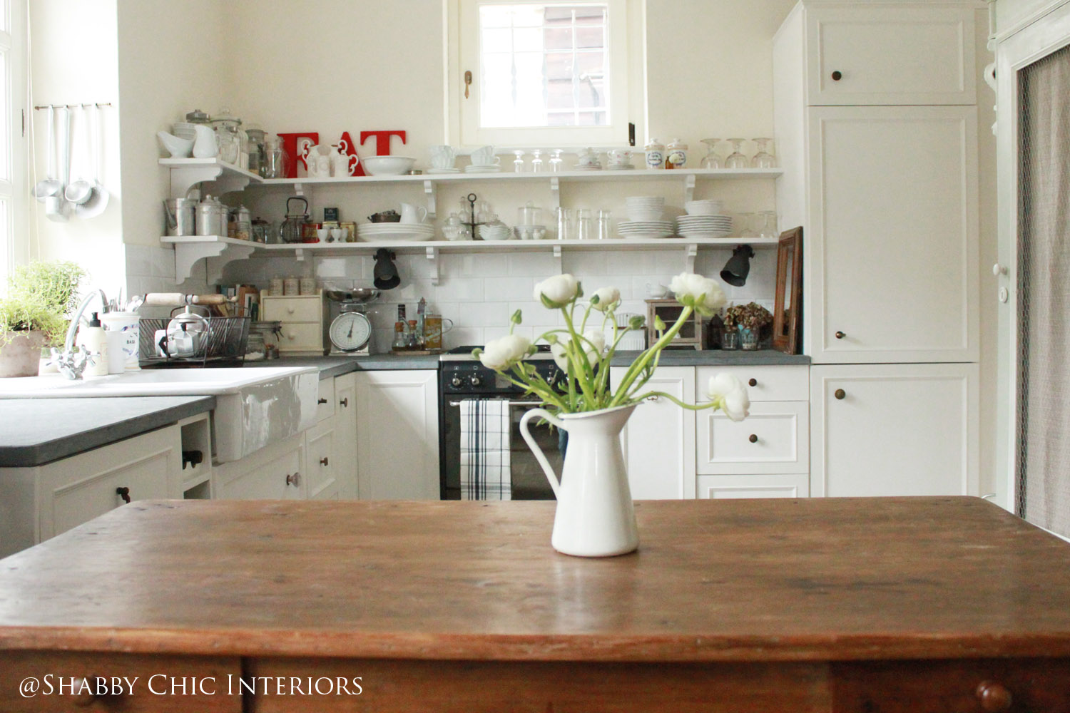 Restyling di una cucina ikea shabby chic interiors for Arredamento country chic ikea