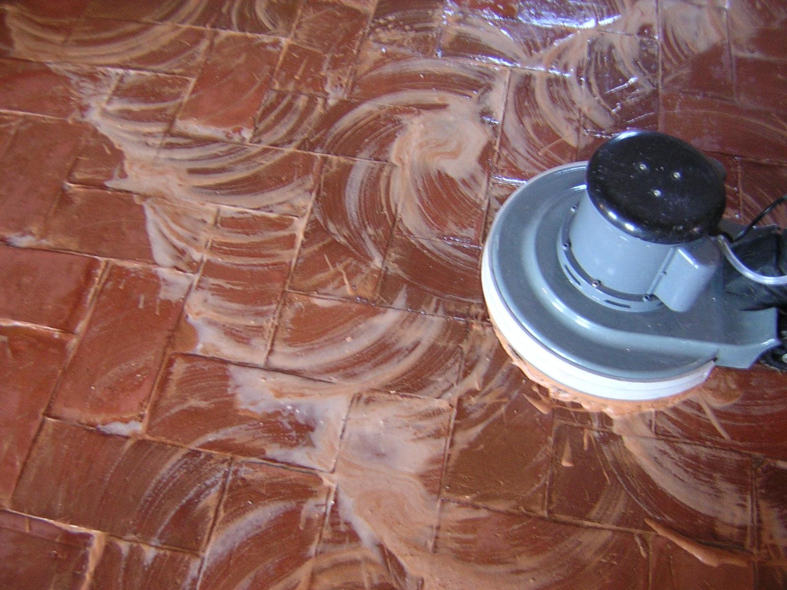 Limpiar y tratar suelos de barro - Como limpiar suelos de barro ...