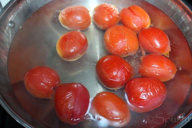 blanch tomatoes to make tomato puree at home