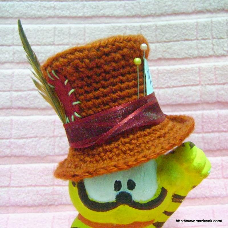 Free Amigurumi Hat Patterns : Mini Mad Hatters hat