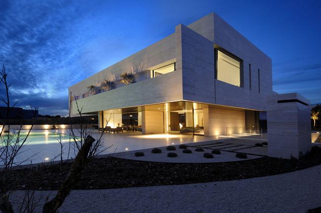 Casas minimalistas y modernas casa minimalista de 1600 m2 for Casa minimalista blog
