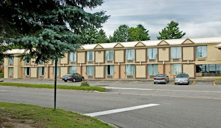 Orillia Hotels - the Econo Lodge on Memorial Avenue