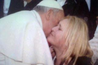 mujer curada por el papa francisco de cancer