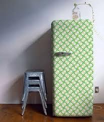 Mas, se pintura não é o seu forte, compre adesivos na loja de R$ 1,99 mais próxima...e faça uma geladeira feliz!