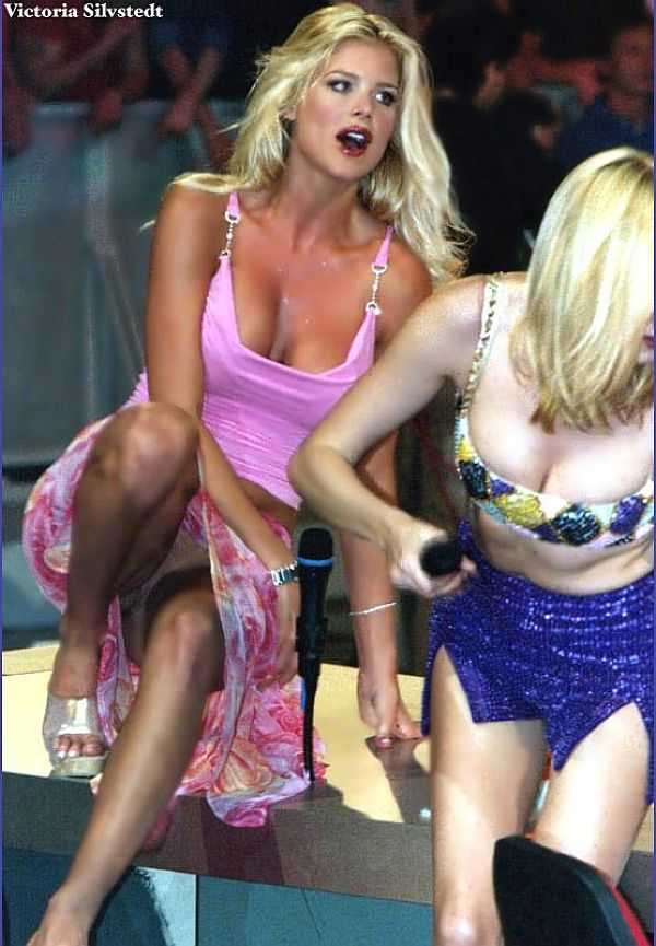 Victoria Silvstedt Upkirt No Panties