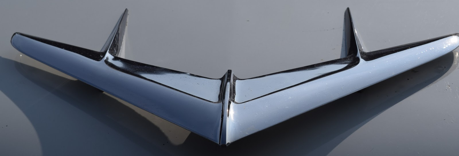 Wing hood ornament - Chief Pontiac Looks Stately On This Hood The Hood Was Up On The Driver S Side Of The Car