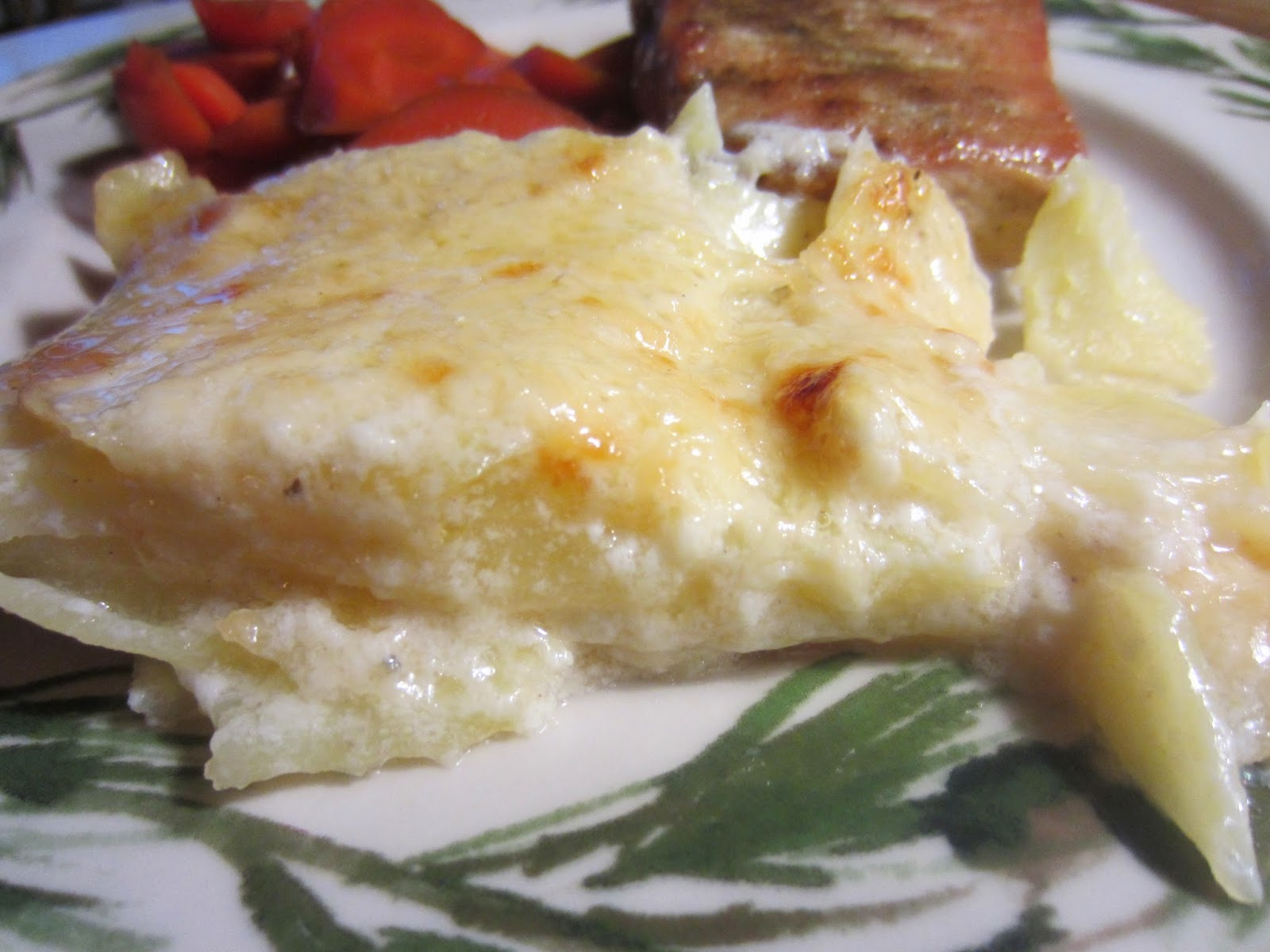 THE FOOD OF LOVE: Classic Scalloped Potatoes