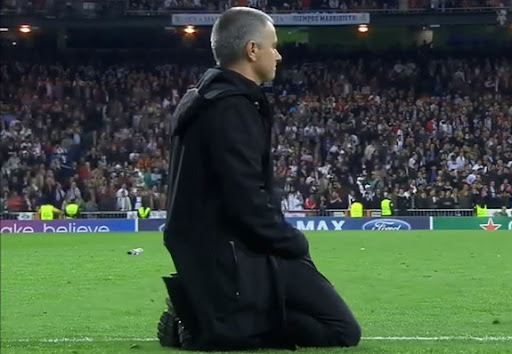 José Mourinho watches the shootout from his knees