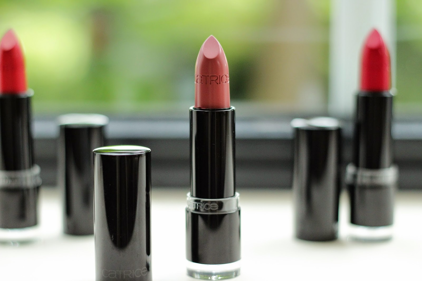 catrice ultimate colour lipstick In A Rosegarden swatches review