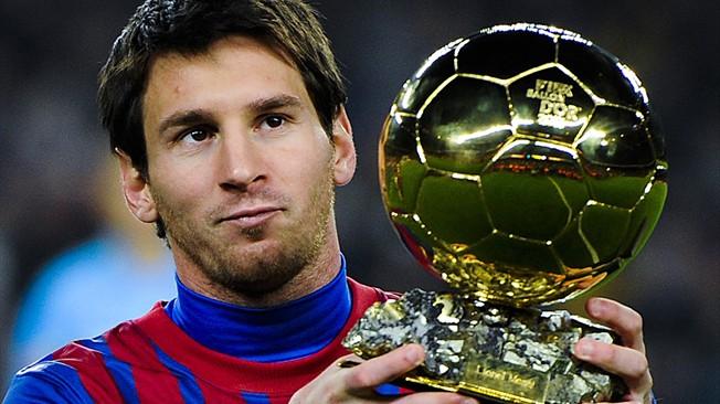 Lionel Messi con el Balón de Oro