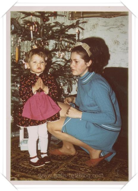 Gabi 2,5 Jahre alt- mit Mama an Weihnachten