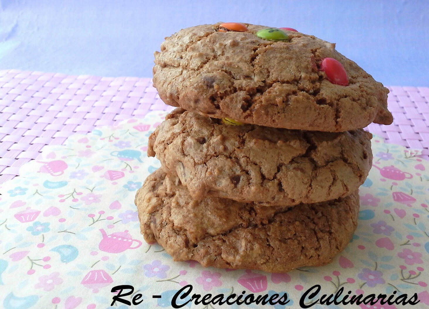 http://www.recreacionesculinarias.com/2014/03/cookies-con-chips-de-chocolate.html