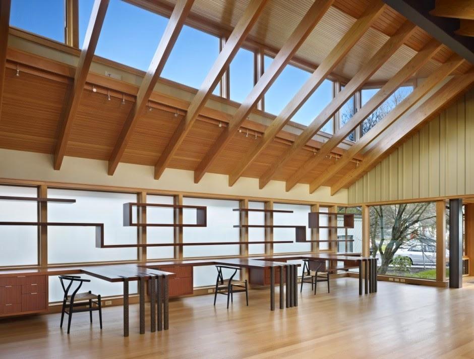 Una sala de lectura hecha a medida espacios en madera for Natural light in homes
