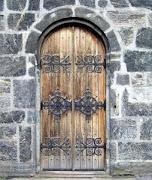 Puerta medio punto madera. Puerta estilo antiguo muy usada en el siglo .
