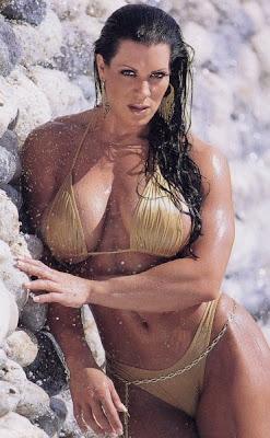http://3.bp.blogspot.com/-a-4ifwJAFLQ/TeBSOsEWZhI/AAAAAAAACoQ/3XPTWgcLslo/s1600/Joan-Marie-Joanie-Laurer-aka-Chyna-Doll-6386.jpg