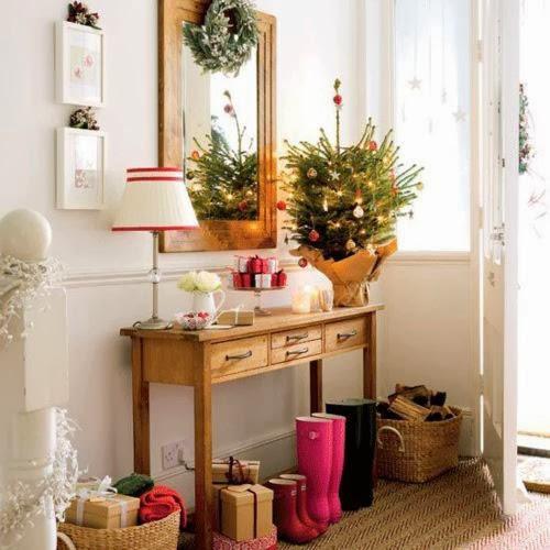 Decorar la entrada de casa en navidad colores en casa - Decoracion de entradas ...