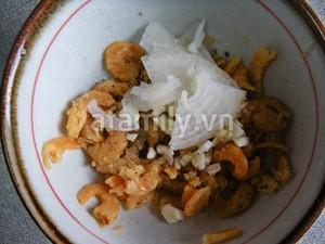 Ngọt thơm món canh khoai sọ nấu tôm khô