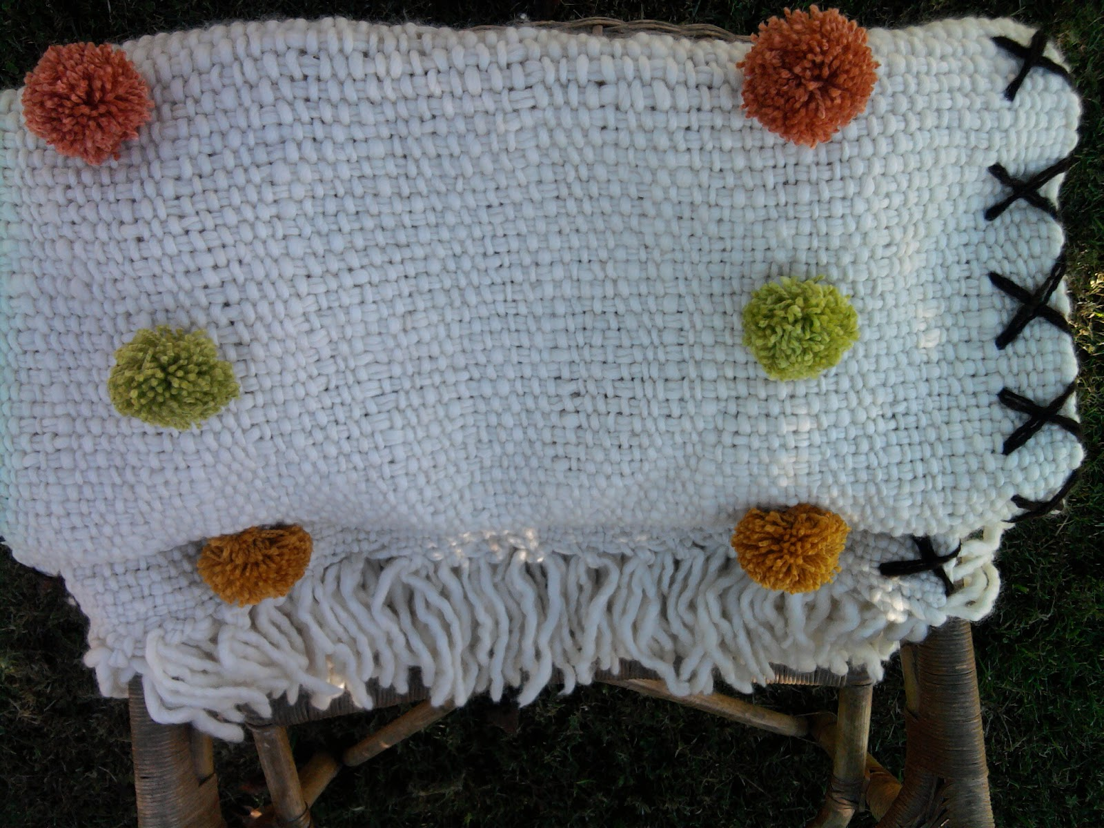 Mantas y pie de cama de lana bordados tati lenguas - Mantas pie de cama ...