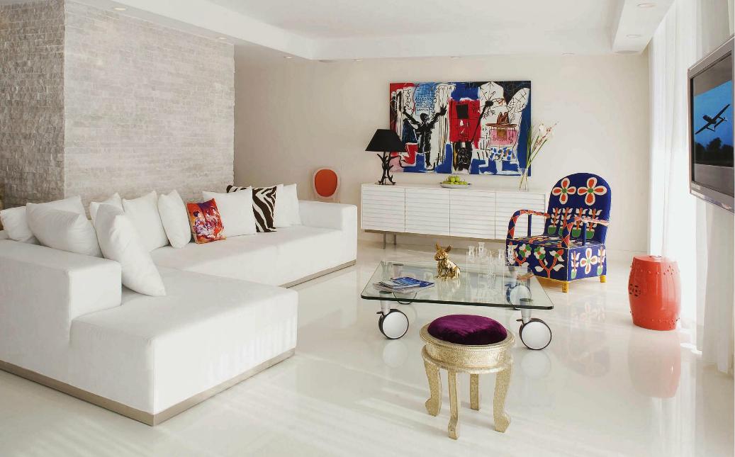 decoracao de interiores em leiria:Decoração de interiores: Salão de estar em tons branco, com