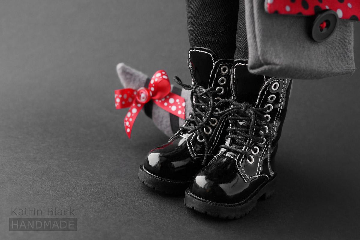 Игрушка енот в ботинках.