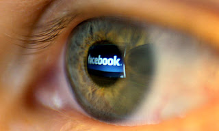 La popular página de Facebook admite que podría verse obligada a cerrar si pierde la batalla legal de cientos de demandas. Uno de los más fuertes y cruciales litigios vendría de Yahoo que tiene hasta 13 alegaciones pendientes contra la popular red social que aglomera a más de 845 millones de usuarios. Desde que la compañía creada por Mark Zuckerberg salió al mercado de valores con sus acciones valoradas en 100 billones de dólares, se ha puesto sobre aviso a los potenciales inversionistas sobre la posibilidad de que ocurra esta acción. Si son muchos los casos que enfrentar, tendría un