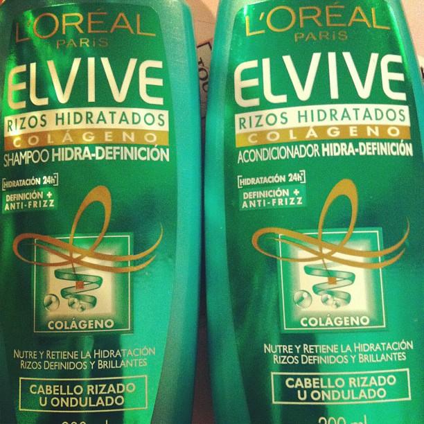 La máscara para los cabellos después del lavado de los cabello o hasta