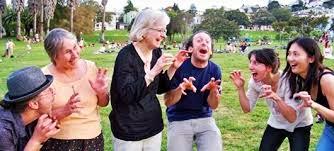 terapi tertawa pada lansia