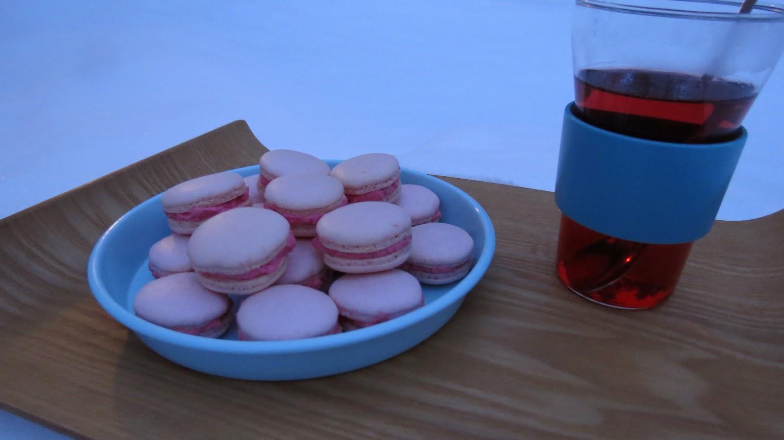 Wild about Game: Kirsikkalikööri Macaronit / Cherry liqueur Macarons