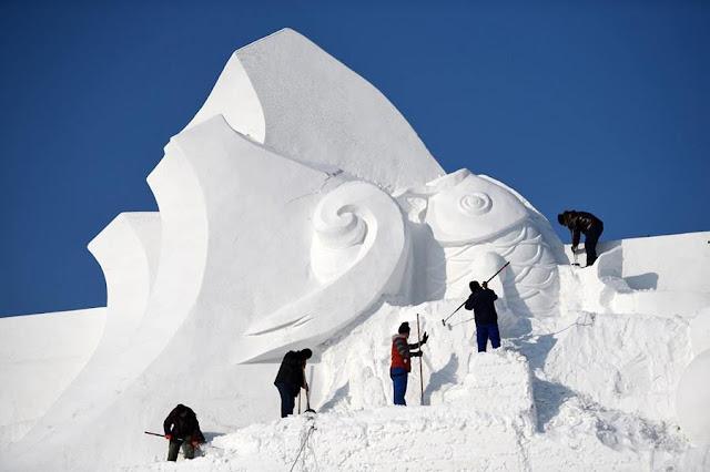 معرض أعمال النحت على الثلوج في هاربين الصينية