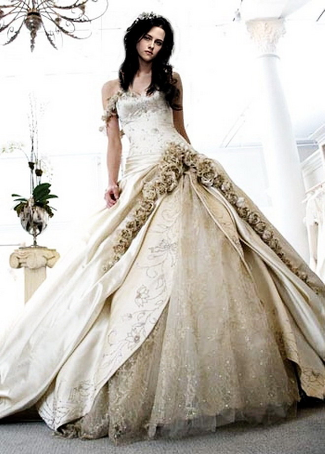 ... Carolina Herrera is the designer behind Kristen Stewart's wedding dress.