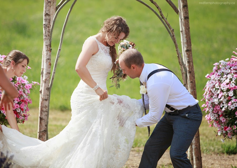 http://redfernphotography.ca/salmon-arm-wedding-photographers-rustic-farm-wedding-bc/