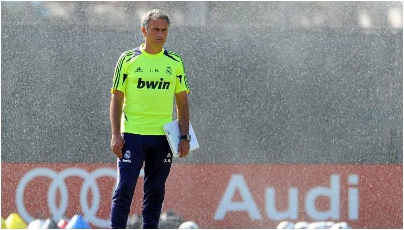 Isu pemecatan Jose Mourinho dari posisi Manajer Chelsea santer terdengar