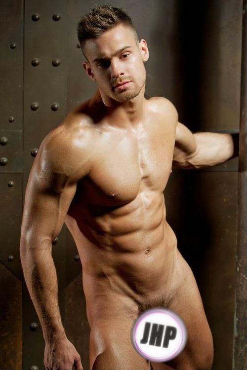 Kirill Dowidoff nudo