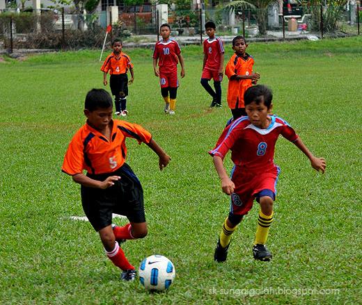 Perlawanan Bola Sepak Bola Sepak Zon kg Gajah sk
