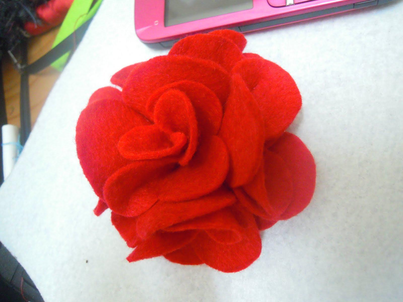 Ros Merah Felt Menawan Untuk Kamu .: