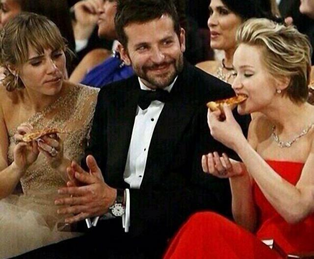 famosos en fiesta de pizza en los premios Óscar Jennifer Lawrence Bradley Cooper
