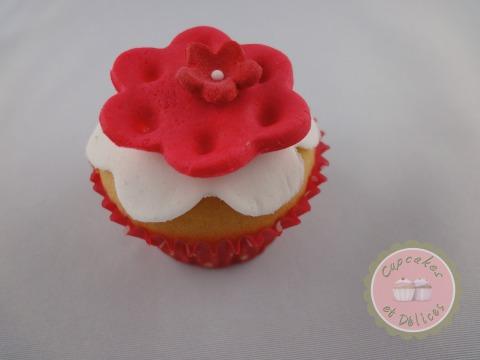 minis cupcakes avec fleurs en p te sucre cupcakes et d lices. Black Bedroom Furniture Sets. Home Design Ideas