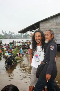 Leak Setyawan + A.Indradi di Pasar Terapung